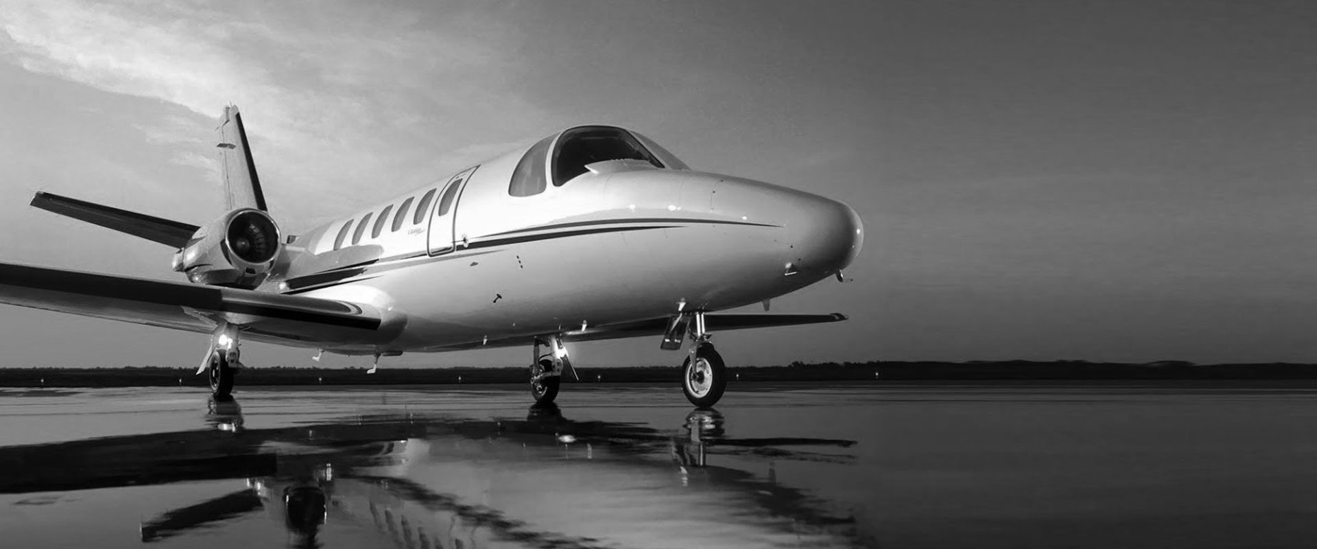 private-jet-bw